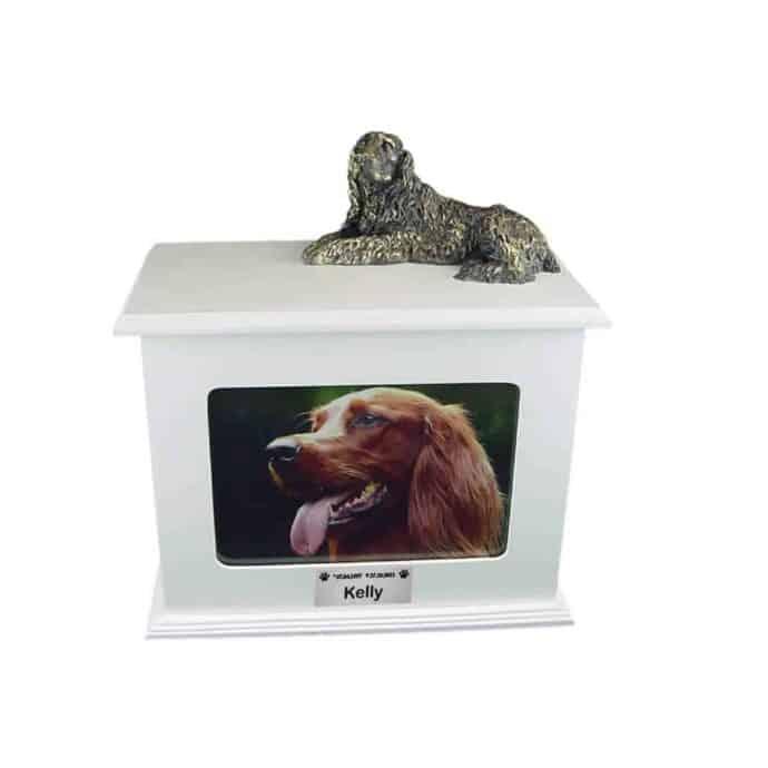 Urna para cinzas de animais: Baú porta objetos e porta retrato com miniatura e plaquinha (branca, laqueada)